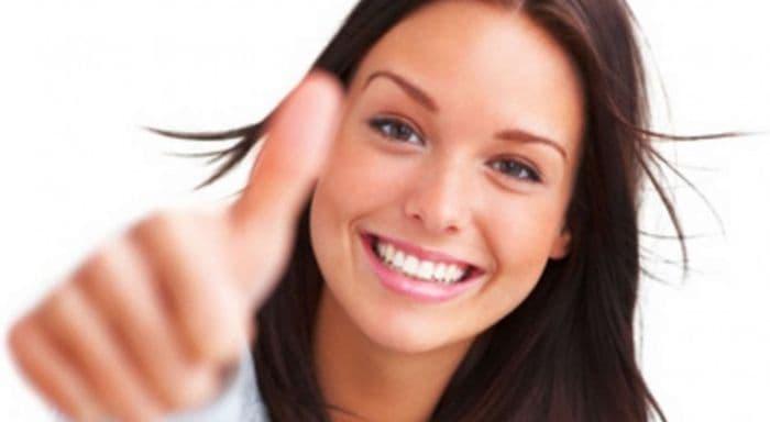 ベンザックジェルのニキビ効果の口コミがよくて喜ぶ女性